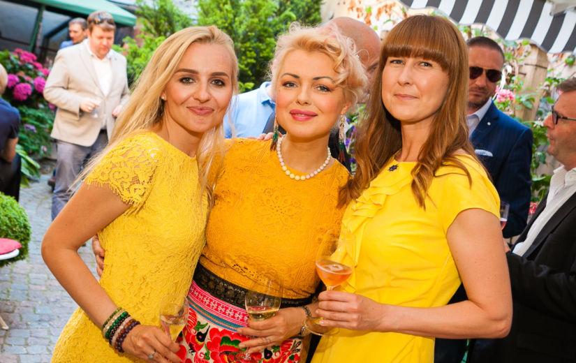 FOTOD: keelt kõditavad mullid ning stiilsed külalised Beatrice šampanja-aia avamisel