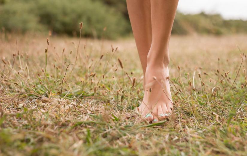 Paljajalu käimine – looduslik pediküür ja tervendaja