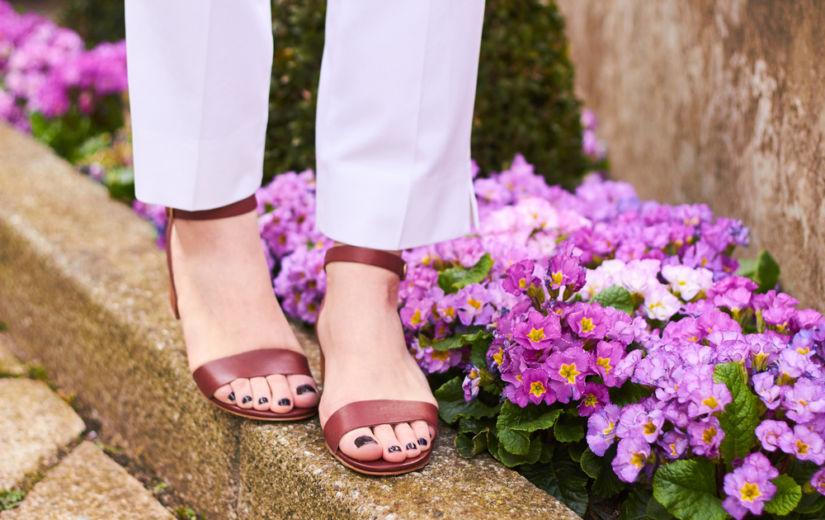 MEHED ARVAVAD: Eesti mehed kommenteerivad sel suvel moodsaid sandaale ja kingi