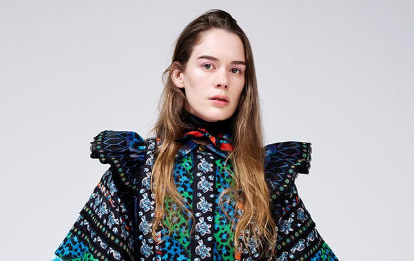 Artist Anna of the North kannab eksklusivset KENZO x H&M kleiti