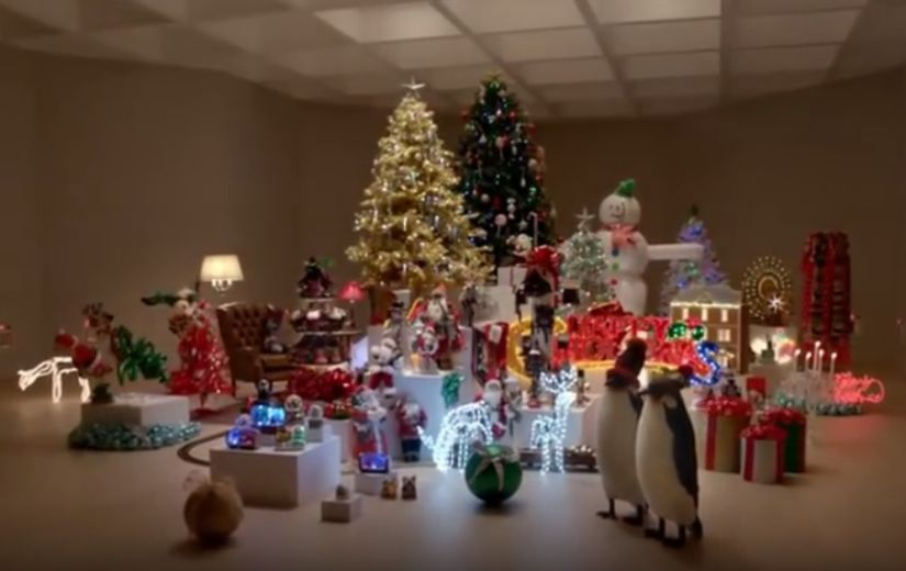 NALJAKAS VIDEO: Mis juhtub, kui lasta kassid lahti jõuluahvatlusi täis tuppa?