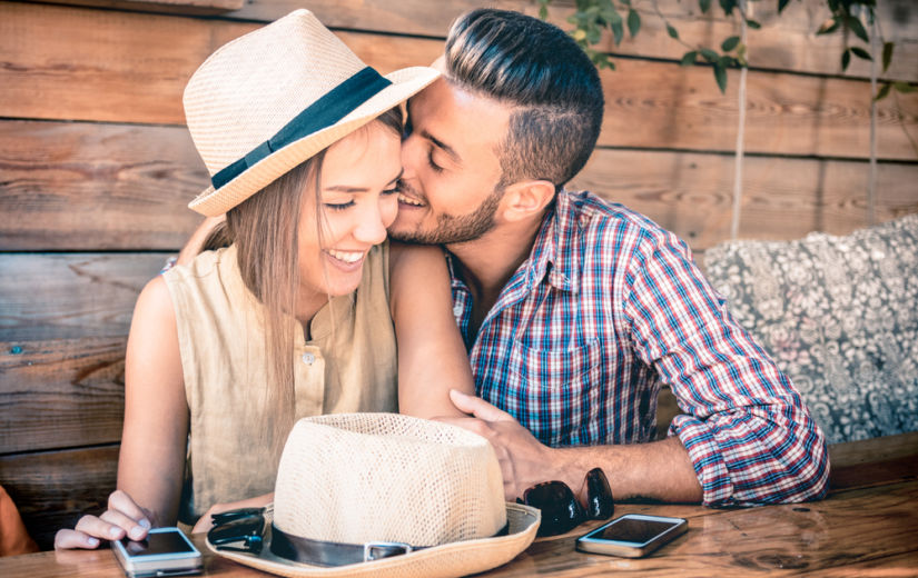 ÕPI KEHAKEELT LUGEMA: 9 märki, mis näitavad, et ta on sinusse armunud