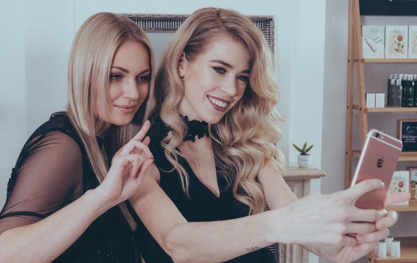 Kristel Aaslaid, Kerli Kivilaan, Teele Viira ja Josefine Vaher-Vahter  USA luksusliku juuksehooldusbrändi videos!