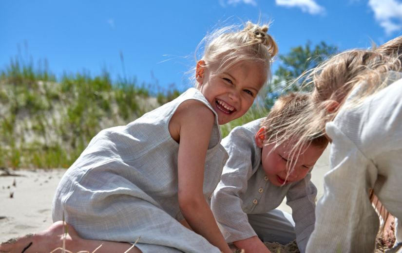 RÕÕMUS GALERII: Eesti tuntuim lastefotograaf pildistas Pärnus Eesti lastemoodi