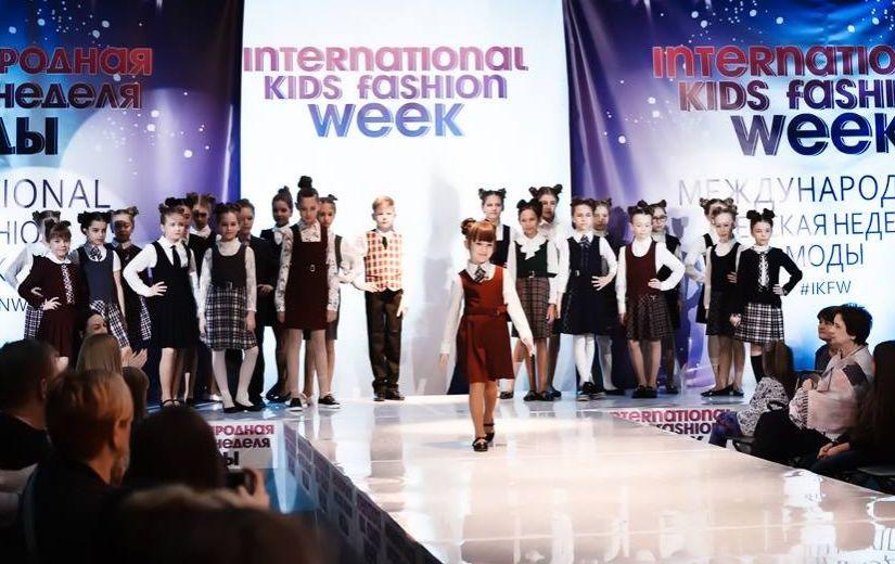 Algas lapsmodellide otsing Kids Vogue Runway Model 2017 show'le