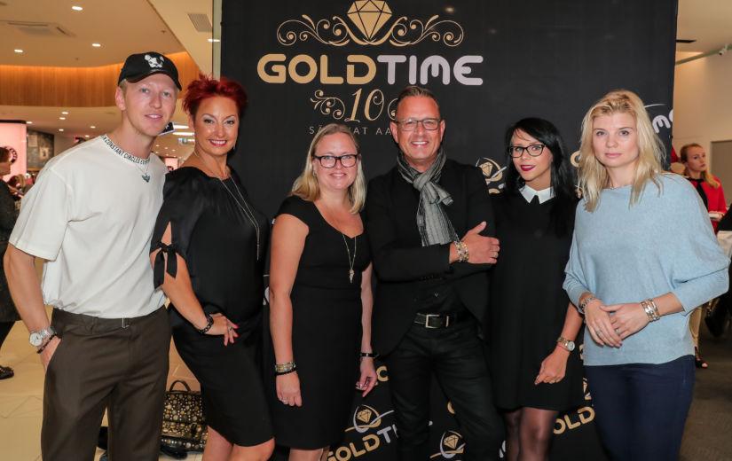 GALERII: Uus hooaeg algas moejahtijate hommikusöögiga Goldtime kaupluses!