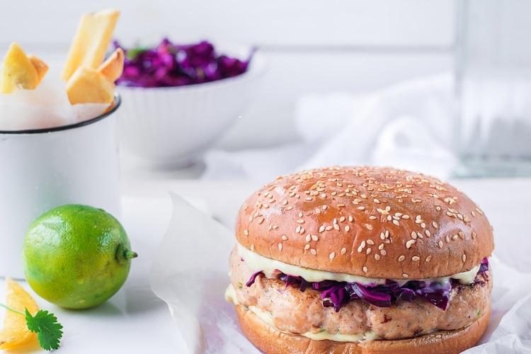 ANNI RAHULA RETSEPTISOOVITUS: Aasiapärase vimkaga kanaburger